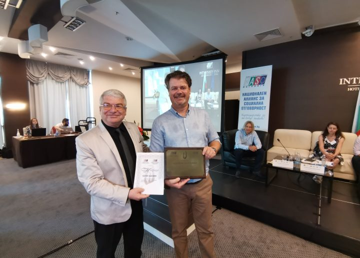 Esseterre Bulgaria with award for active SCR